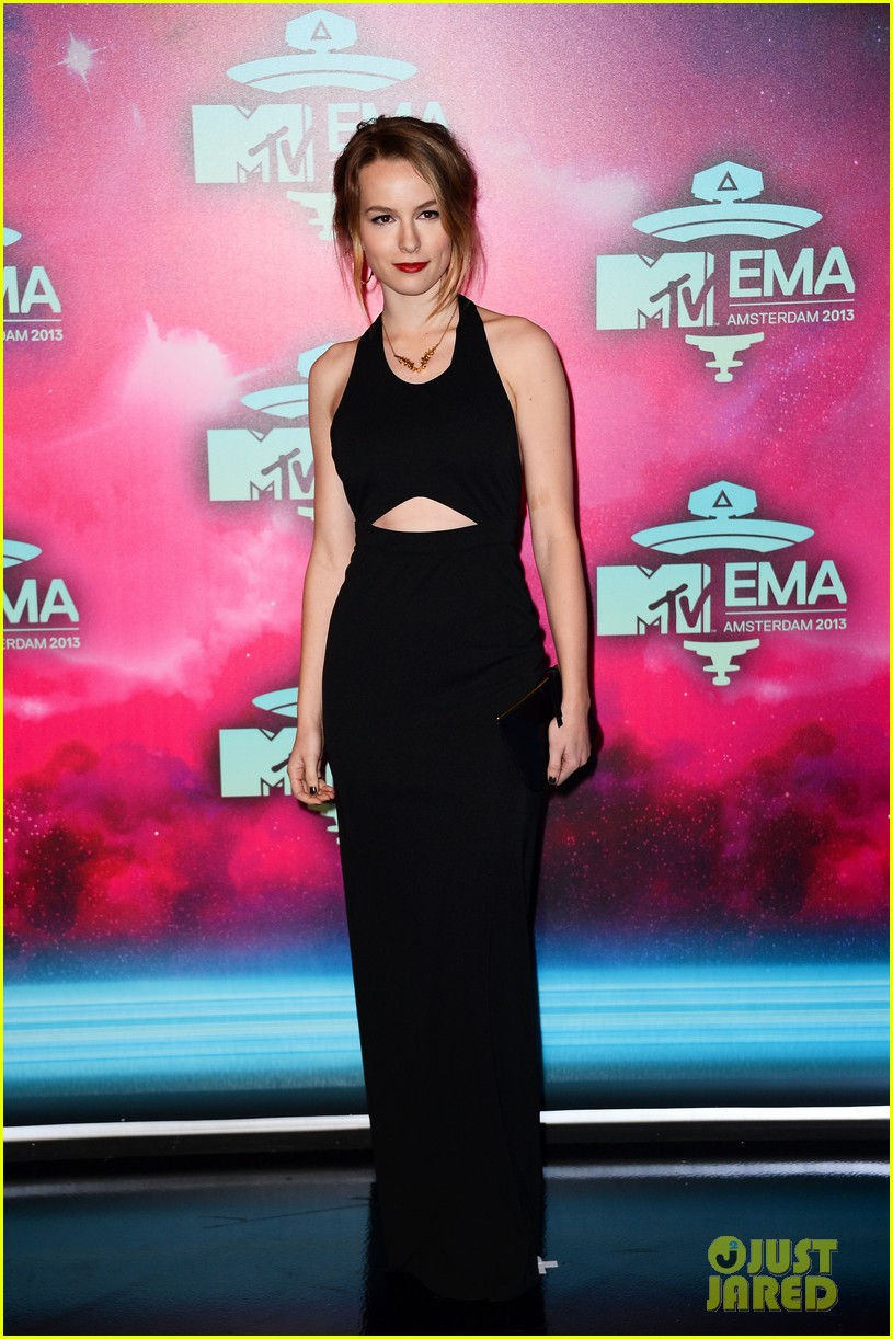 ariana grande bridgit mendler mtv ema 2013 red carpet 052989830