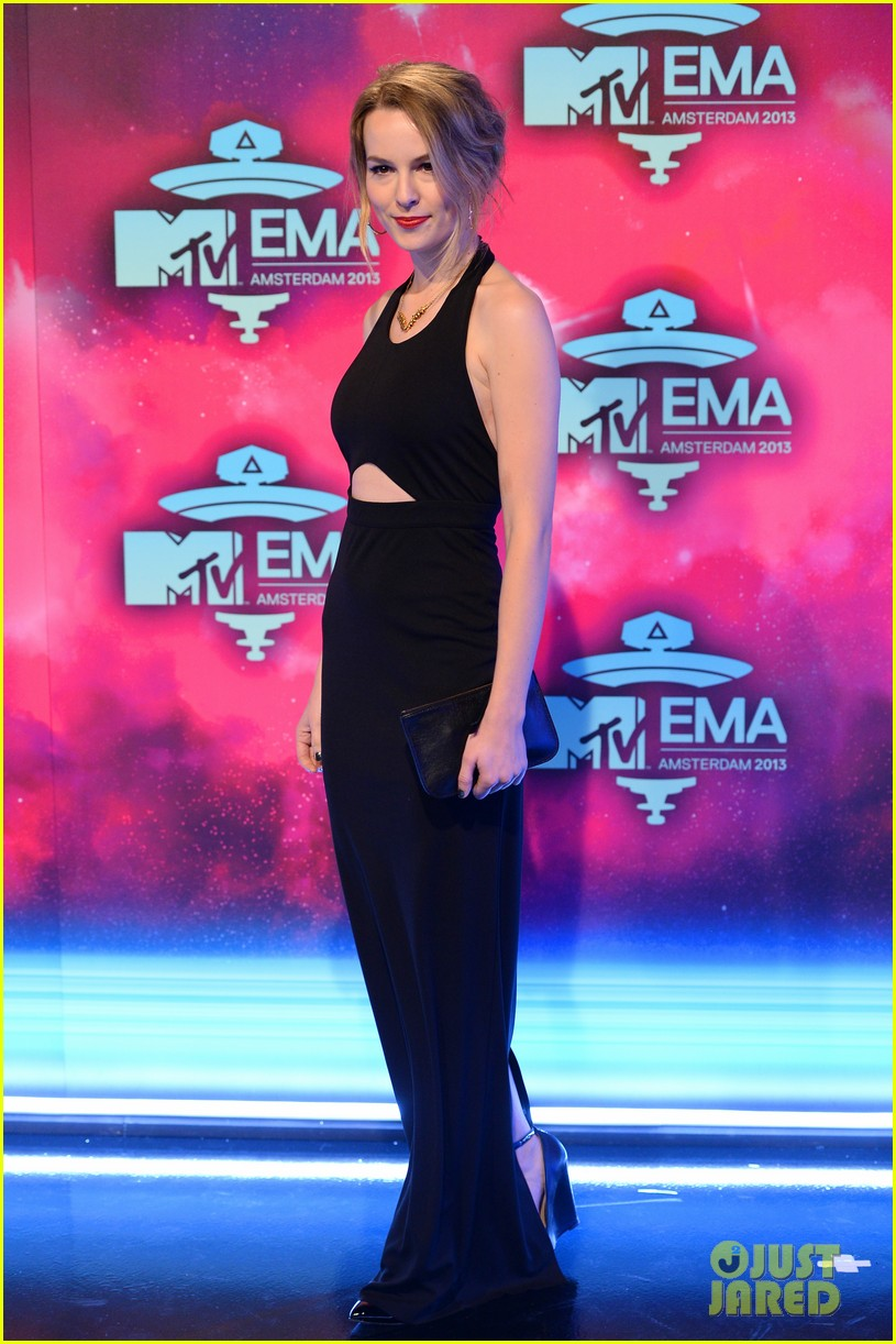 ariana grande bridgit mendler mtv ema 2013 red carpet 102989835