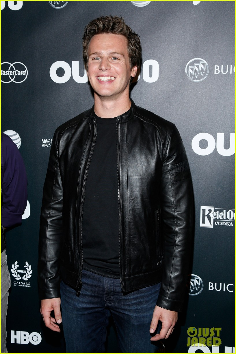 jonathan groff out100awards with looking castmates 042993177