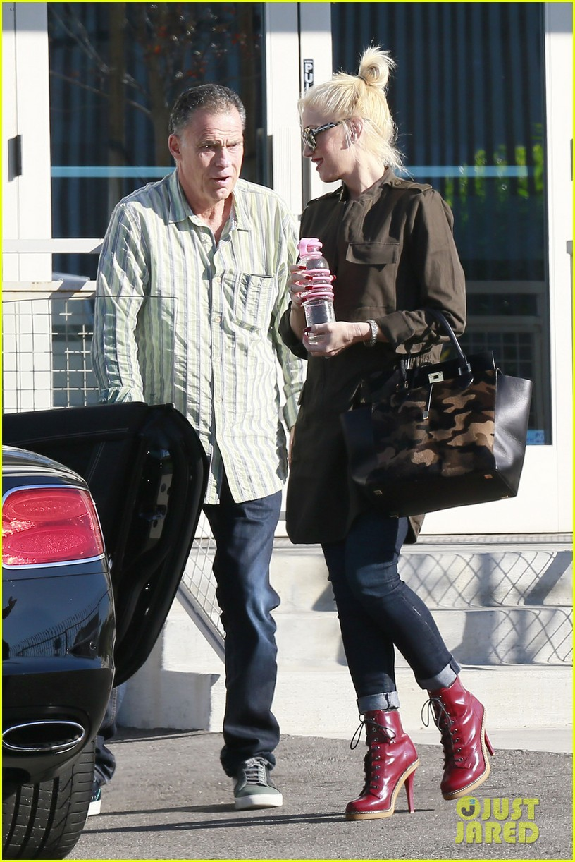 gwen stefani shows off growing baby bump la 05