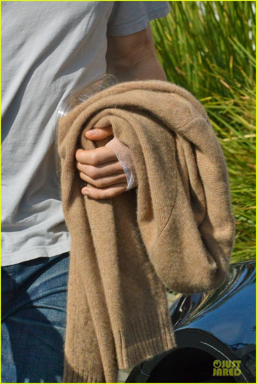 jake gyllenhaal bandaged stud at artios awards 2013 042996192