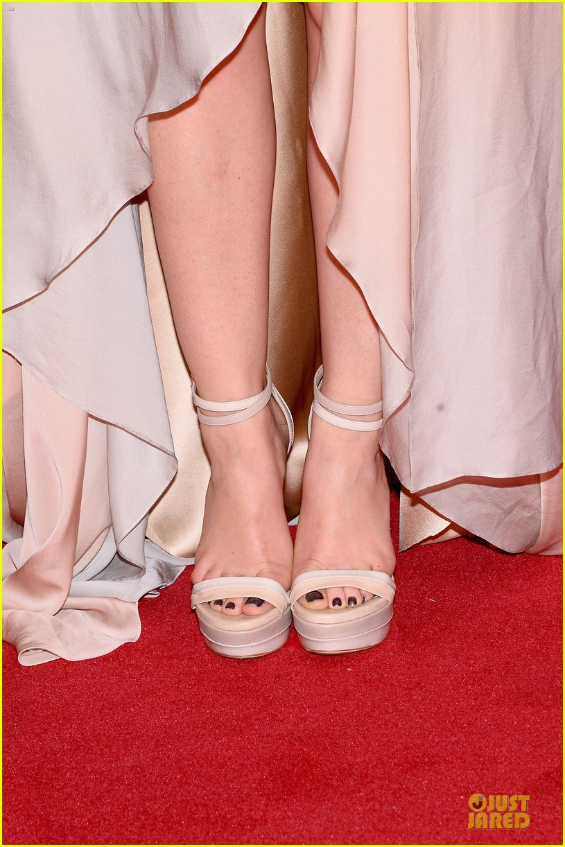 lucy hale colbie caillat cma awards 2013 red carpet 092987233