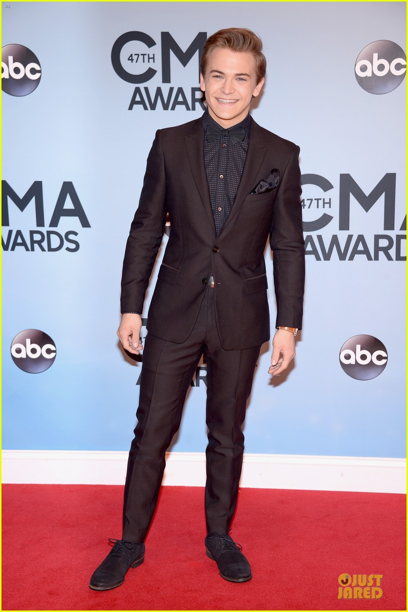 lucy hale colbie caillat cma awards 2013 red carpet 112987235