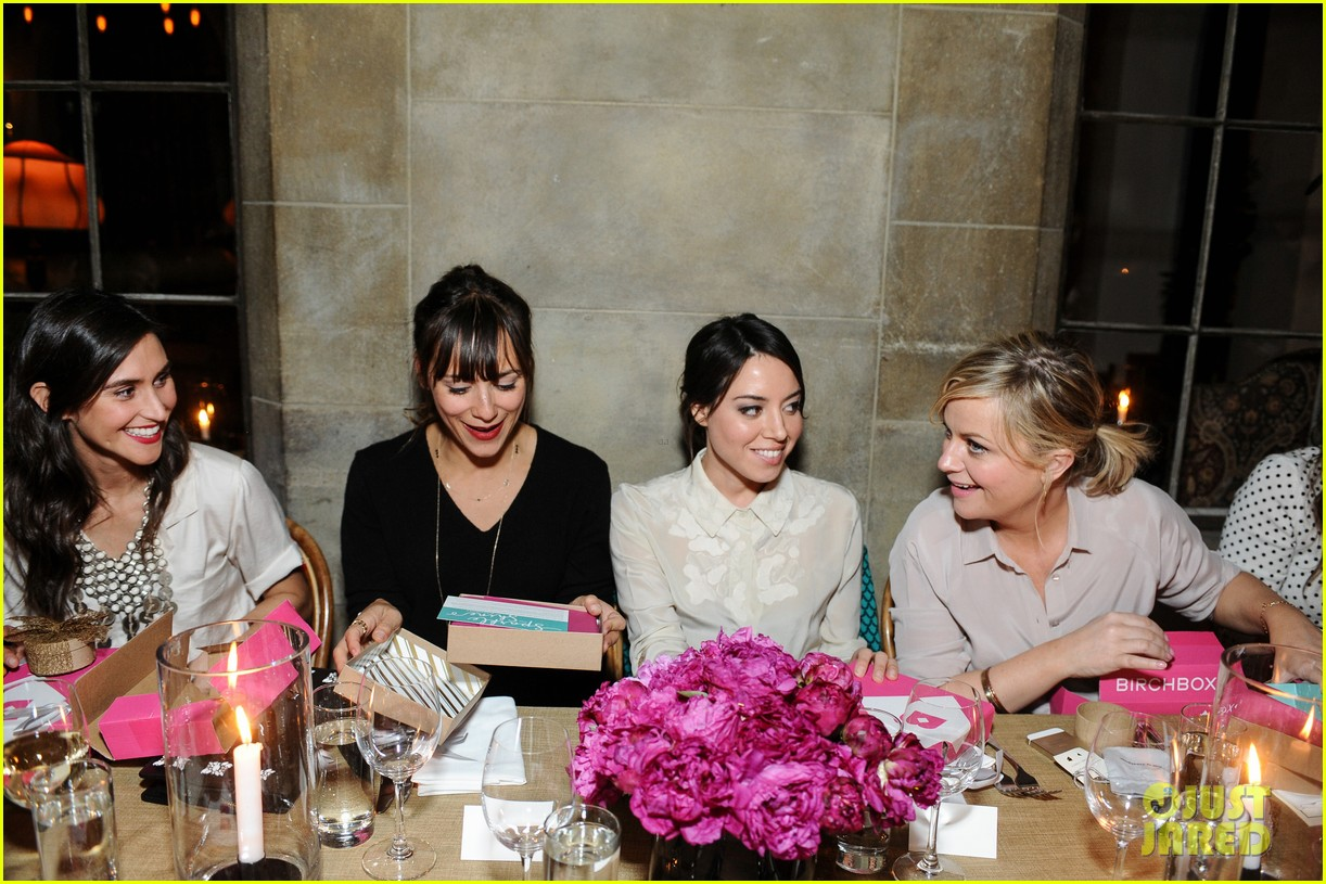 anne hathaway rashida jones fine by dannijones dinner 07