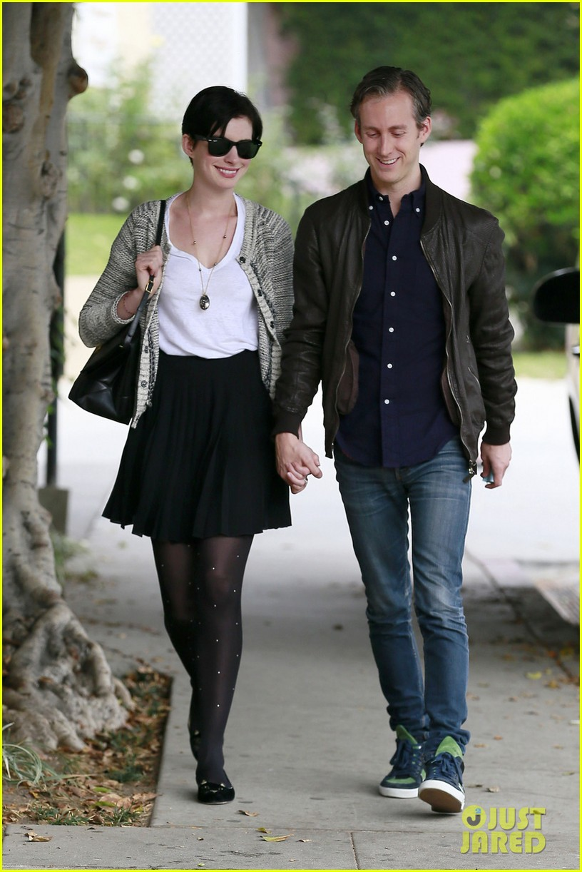 anne hathaway birthday gift from adam shulman revealed 022991233