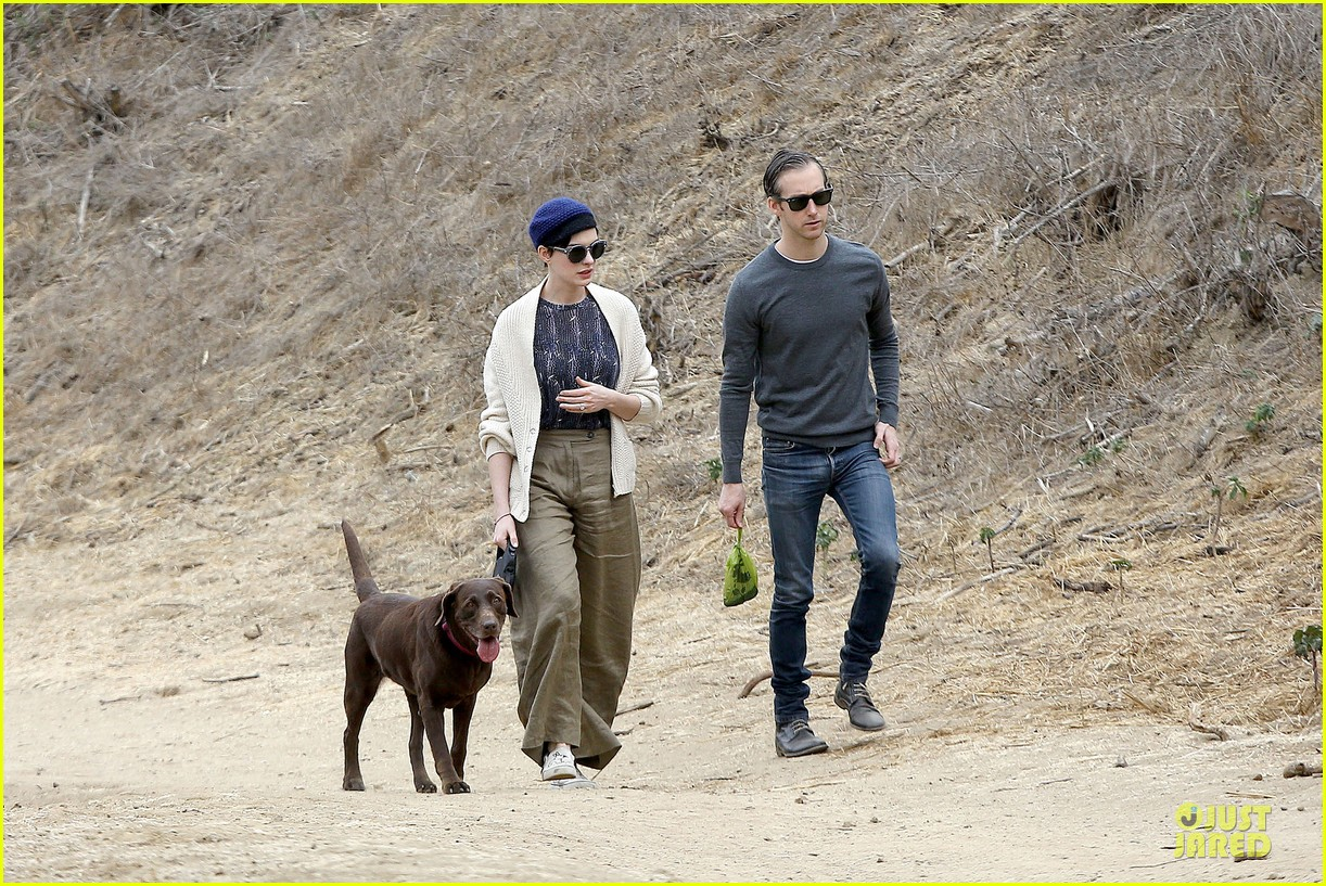 anne hathaway adam shulman hold hands for intimate walk 11