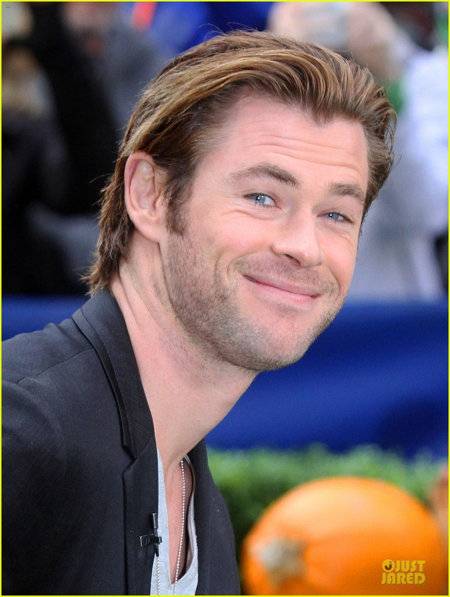 chris hemsworth different blazers for thor nyc promotion 072986639