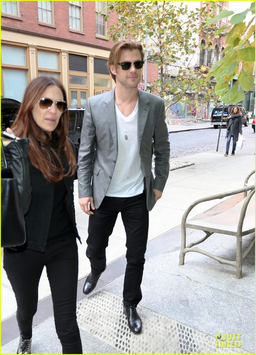 chris hemsworth different blazers for thor nyc promotion 112986643