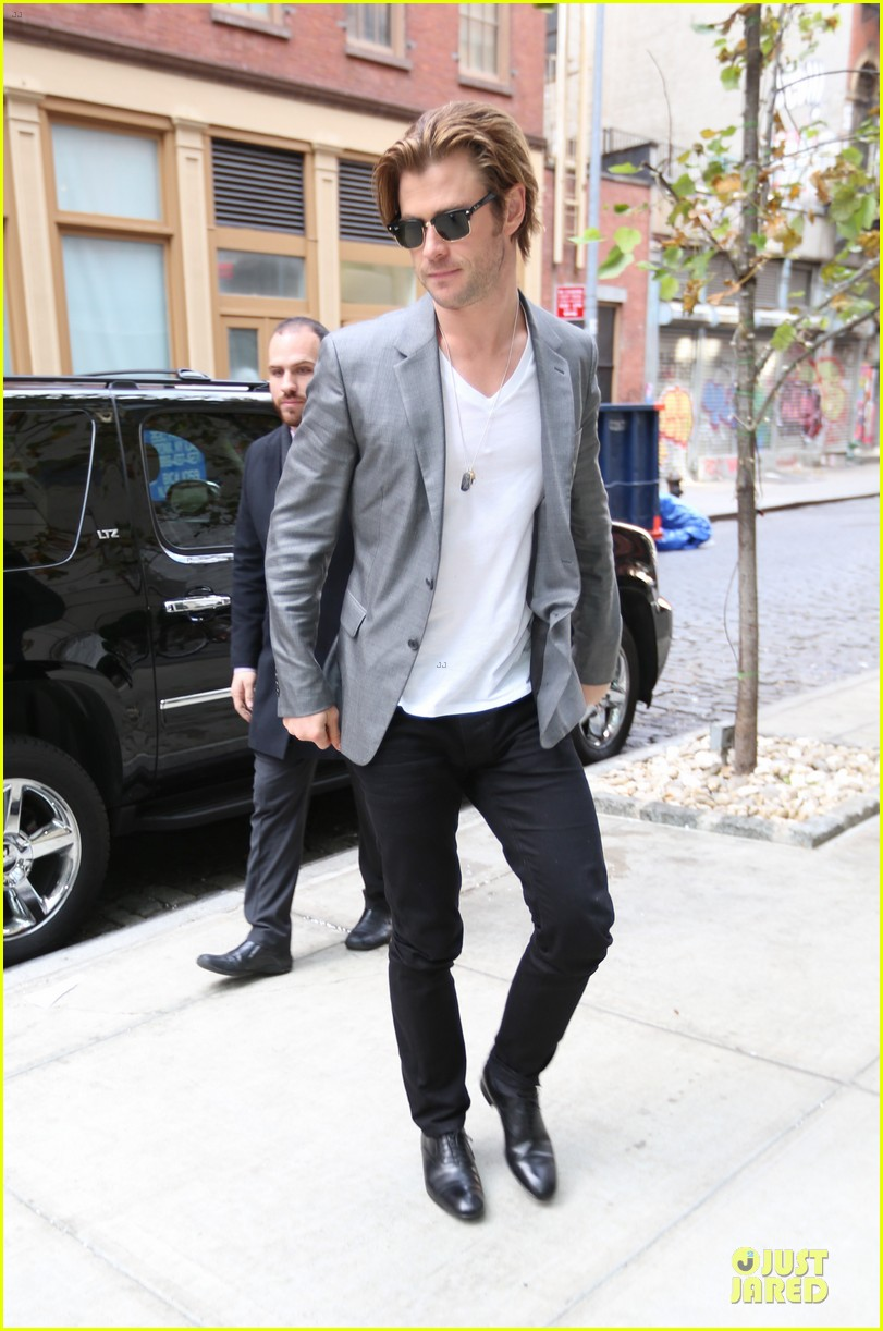 chris hemsworth different blazers for thor nyc promotion 152986647