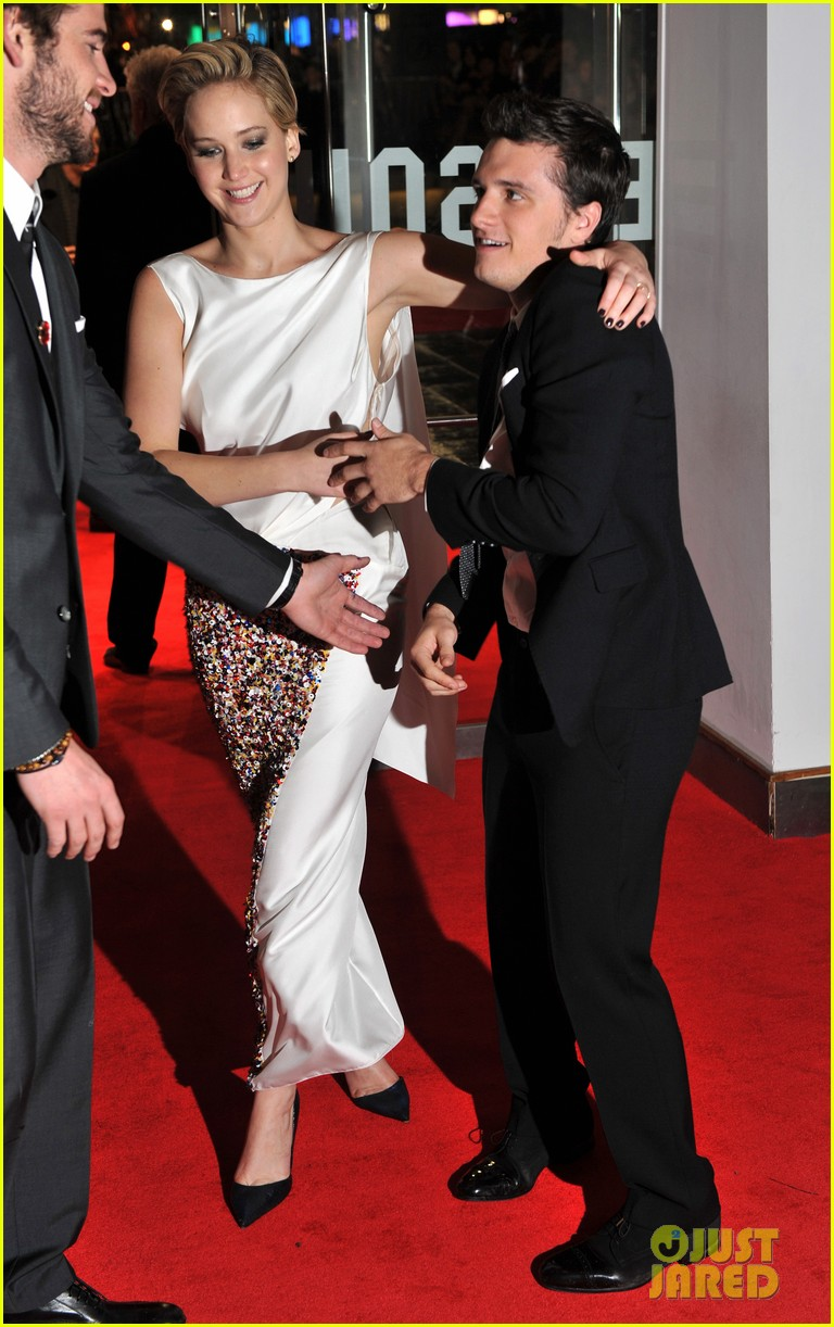 liam hemsworth josh hutcherson catching fire premiere 092990524