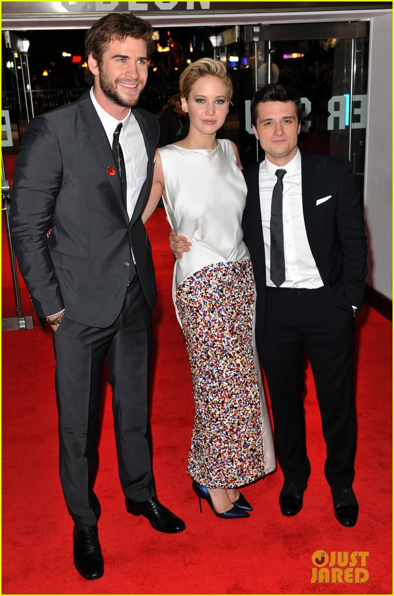 liam hemsworth josh hutcherson catching fire premiere 13
