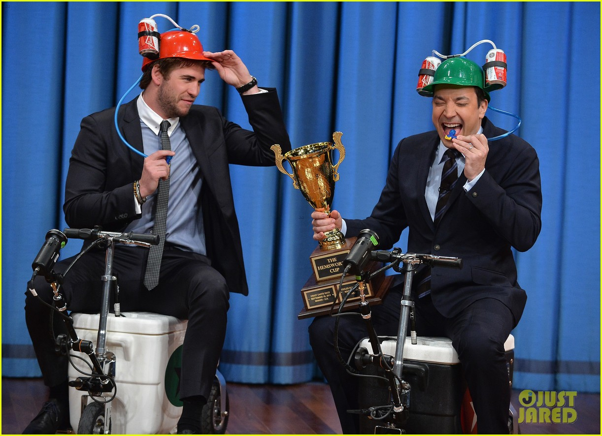liam hemsworth wins cooler cart race on jimmy fallon 07