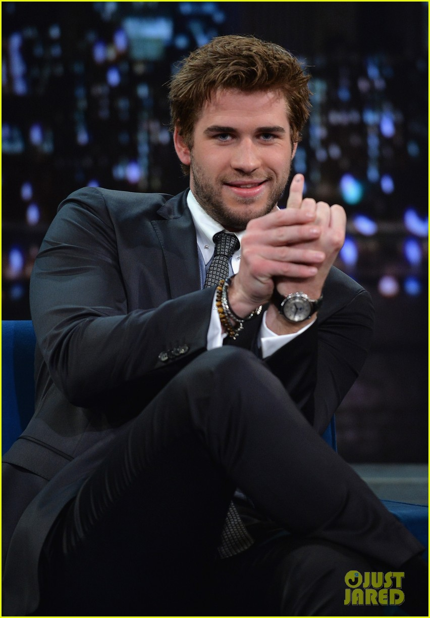 liam hemsworth wins cooler cart race on jimmy fallon 092997716