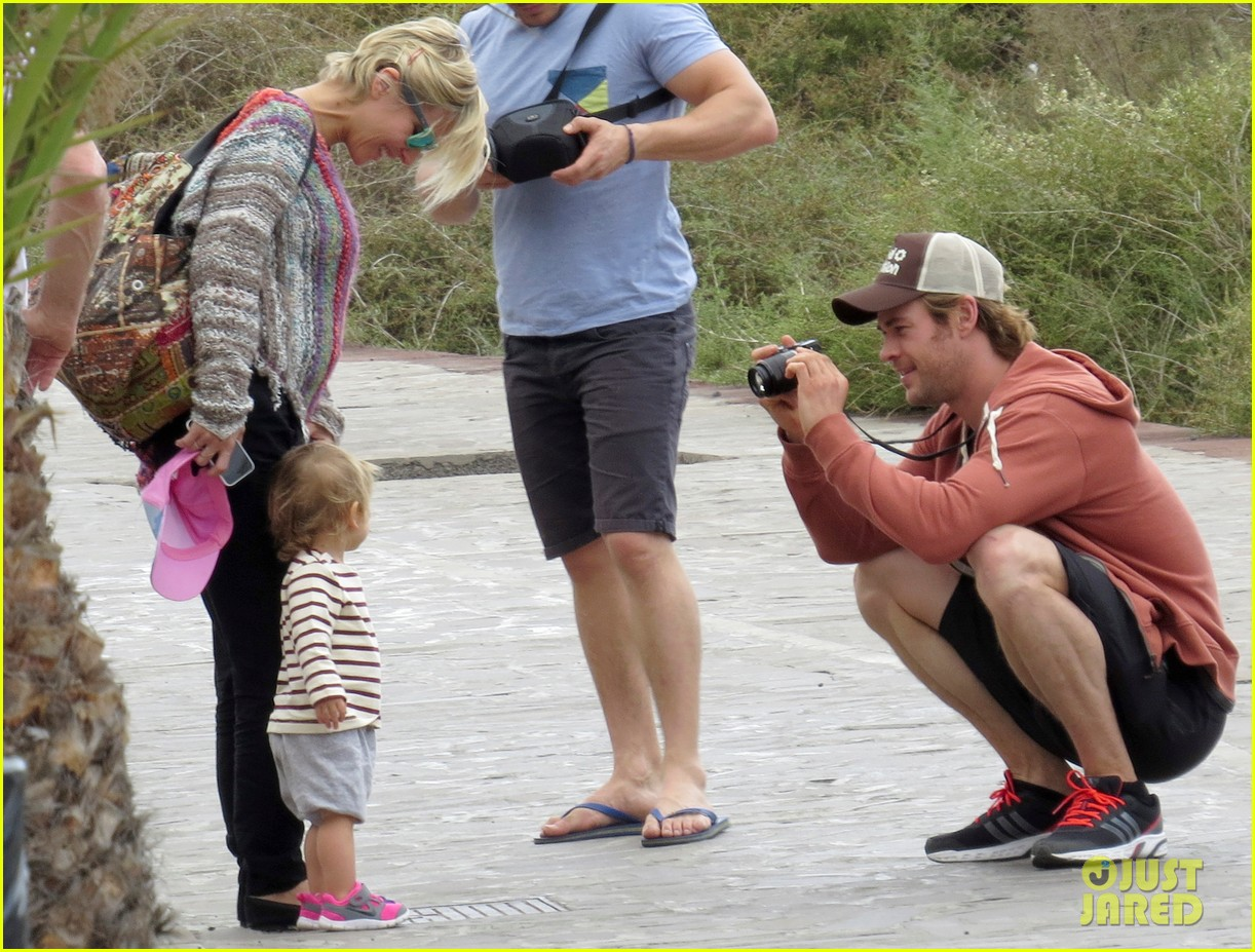chris hemsworth pregnant elsa pataky spend time with india 013001286