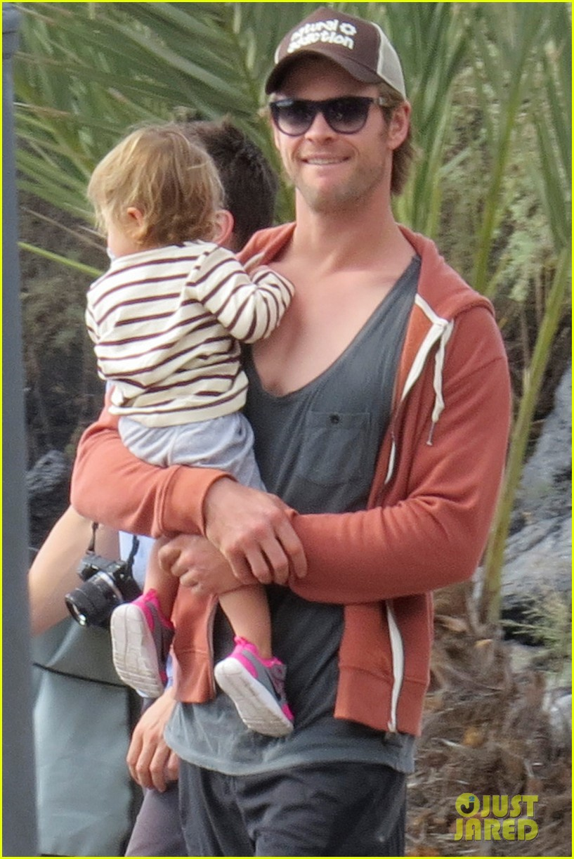 chris hemsworth pregnant elsa pataky spend time with india 033001288