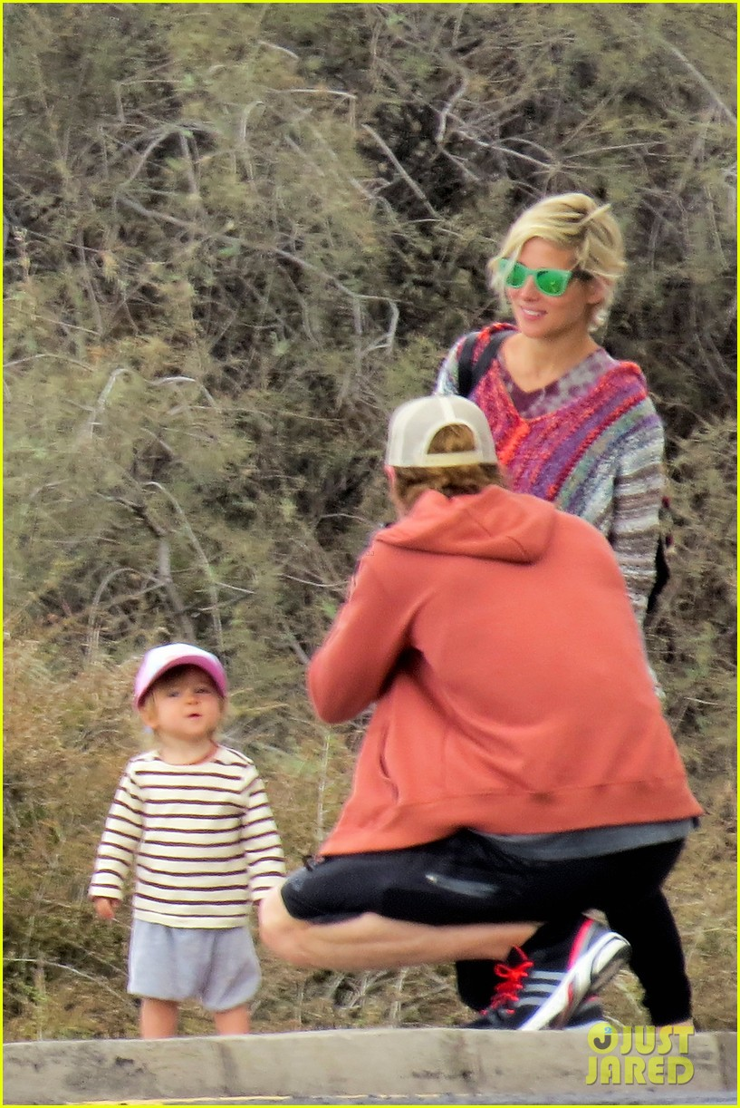 chris hemsworth pregnant elsa pataky spend time with india 04