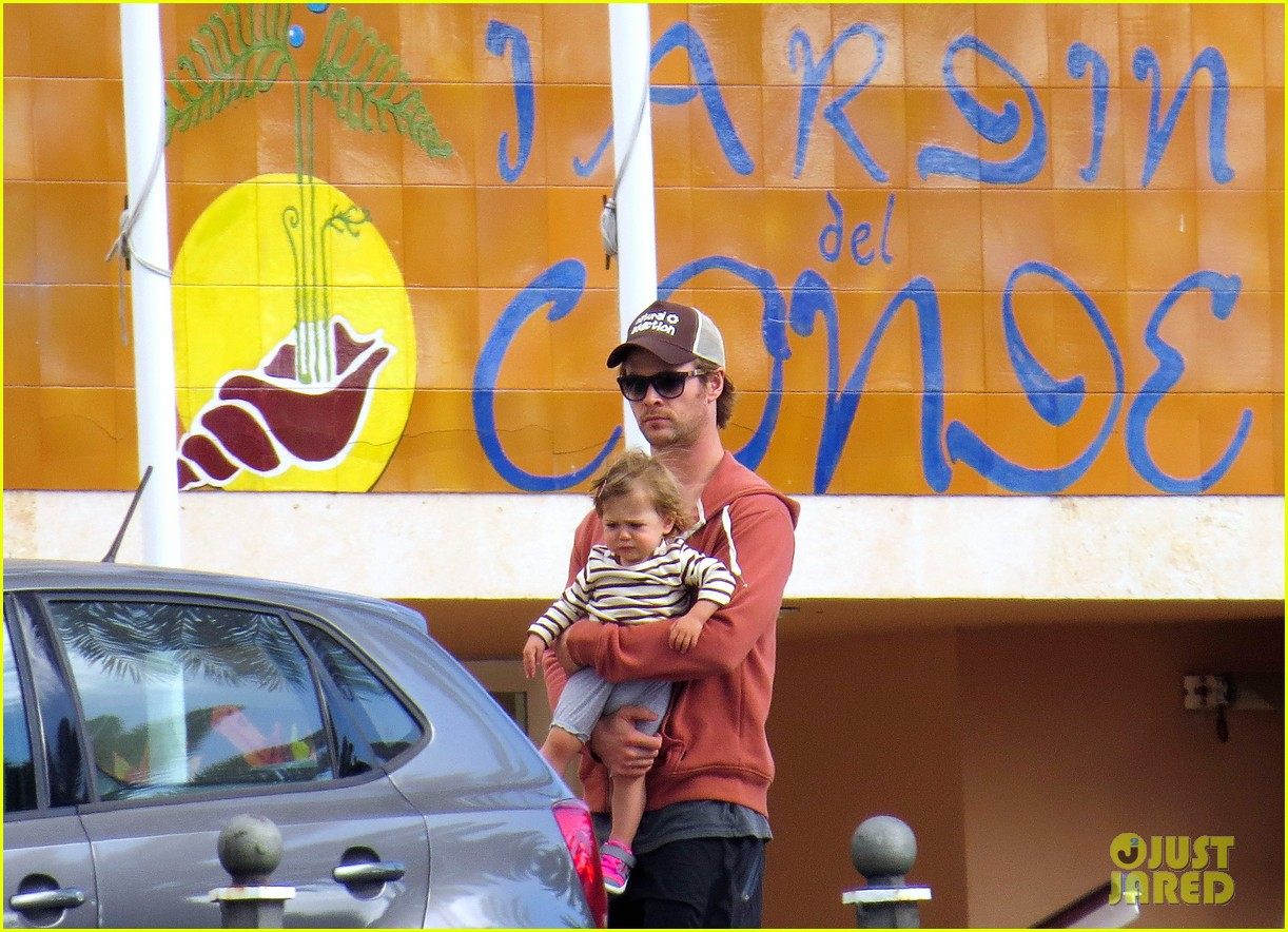 chris hemsworth pregnant elsa pataky spend time with india 053001290