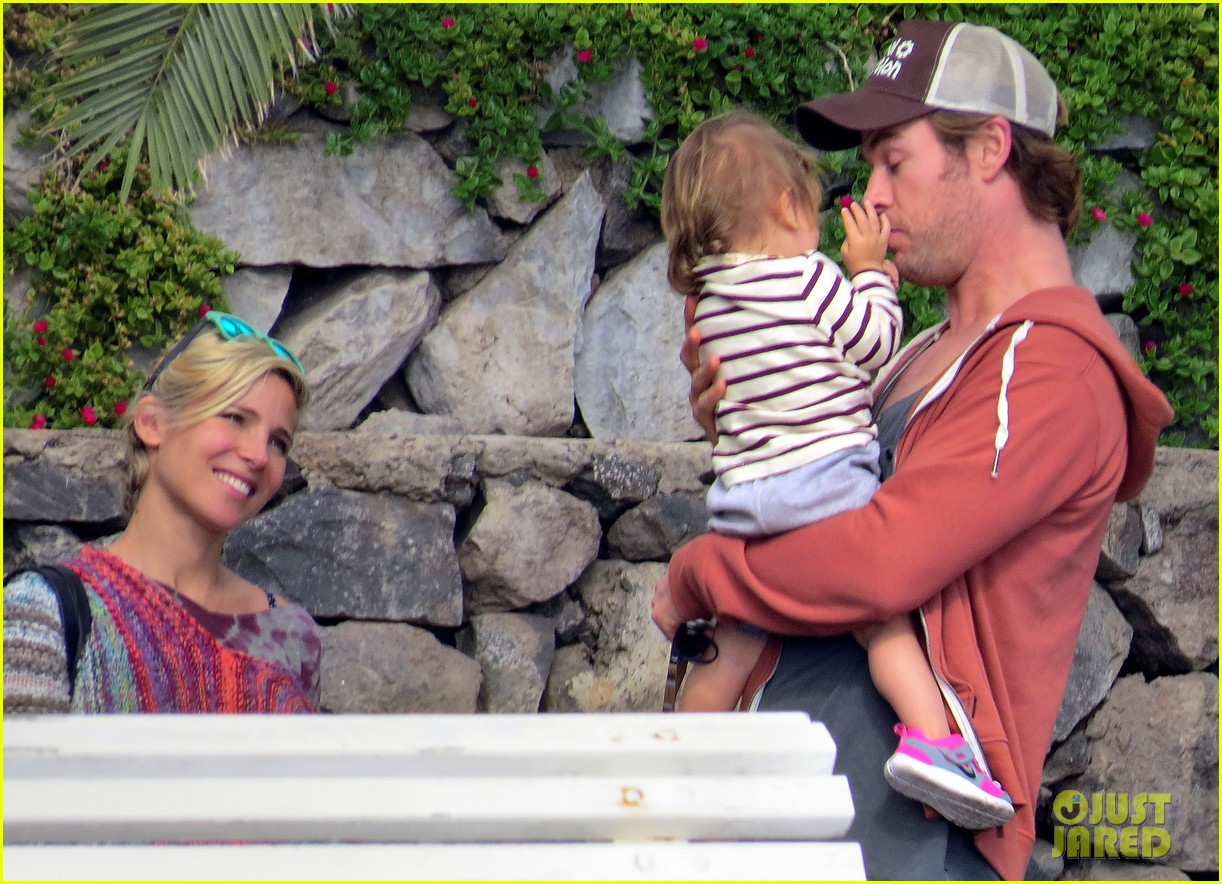 chris hemsworth pregnant elsa pataky spend time with india 09