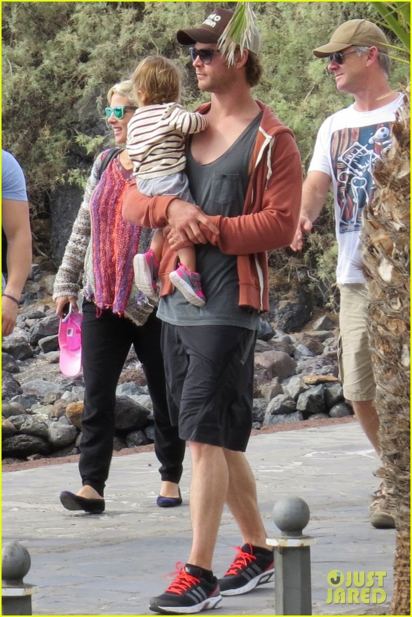 chris hemsworth pregnant elsa pataky spend time with india 103001295