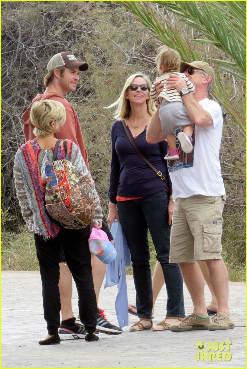 chris hemsworth pregnant elsa pataky spend time with india 113001296