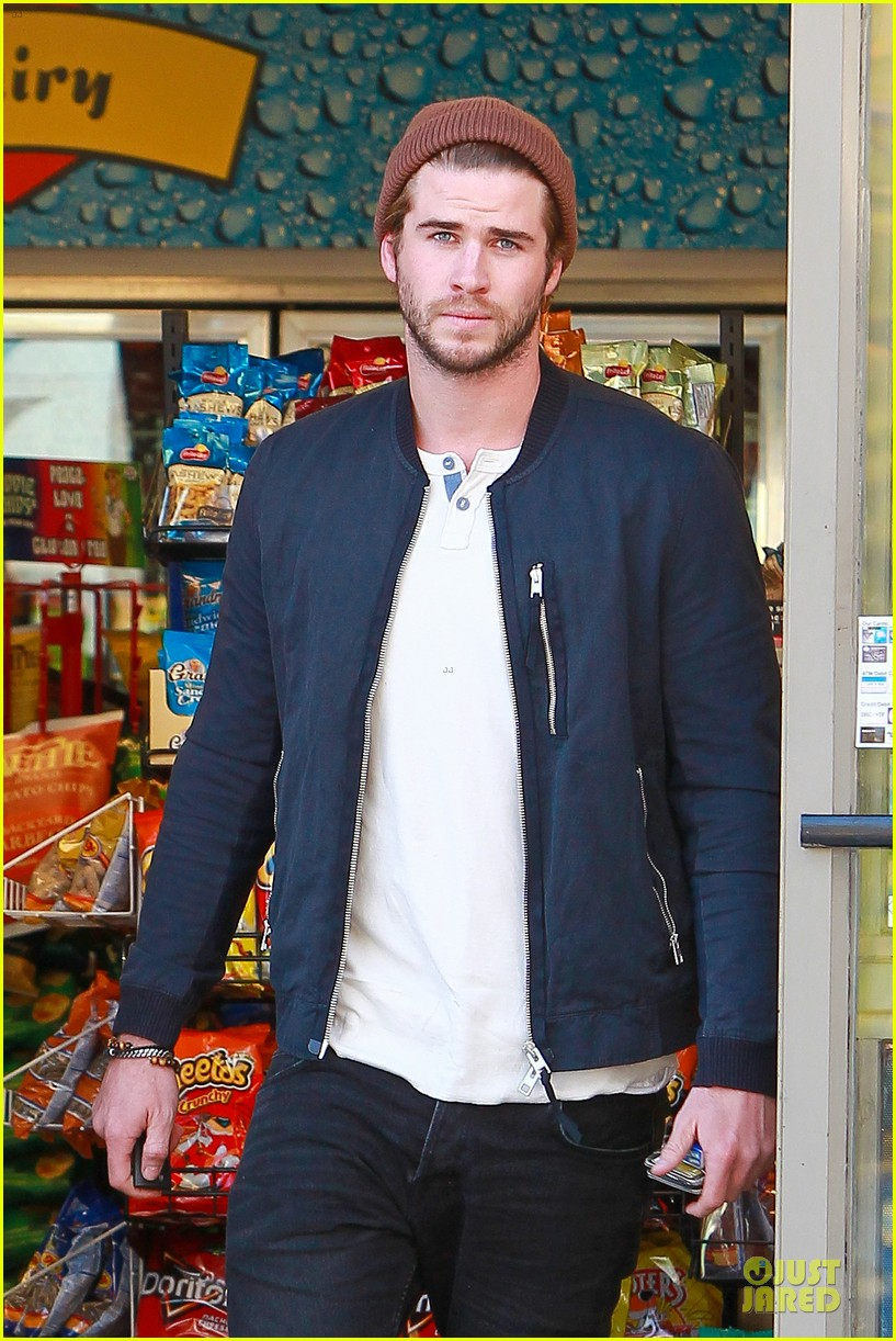 liam hemsworth steps out after catching fire breaks box office record 02