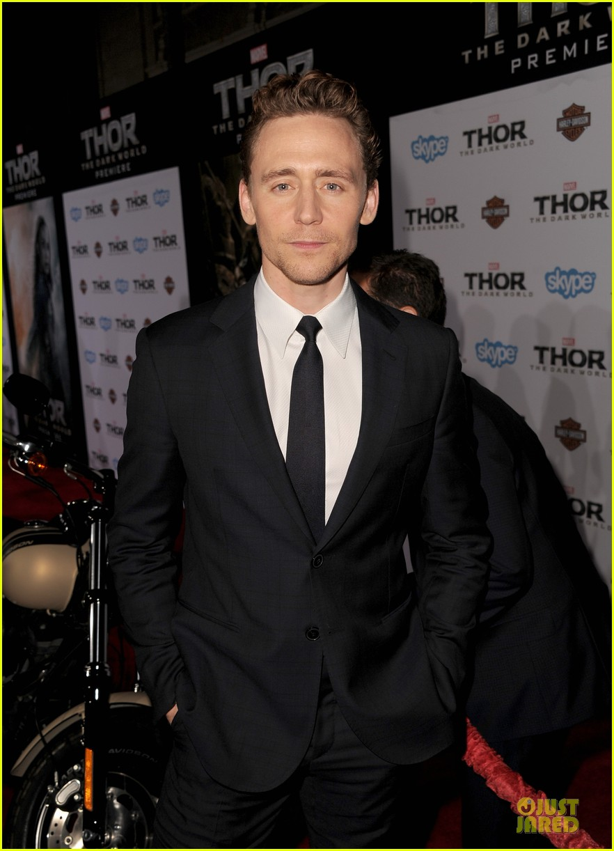 http://cdn01.cdn.justjared.com/wp-content/uploads/2013/11/hiddleston-dennings/tom-hiddleston-kat-dennings-thor-hollywood-premiere-07.jpg