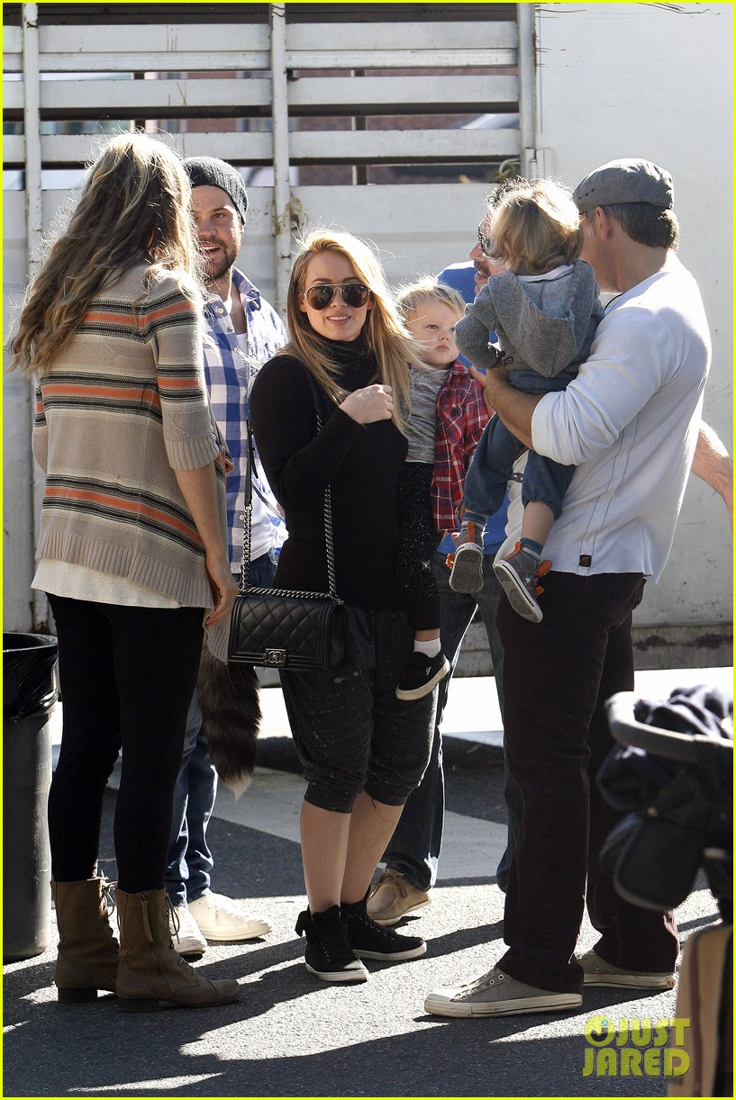 hilary duff mike comrie petting zoo with luca 122999128