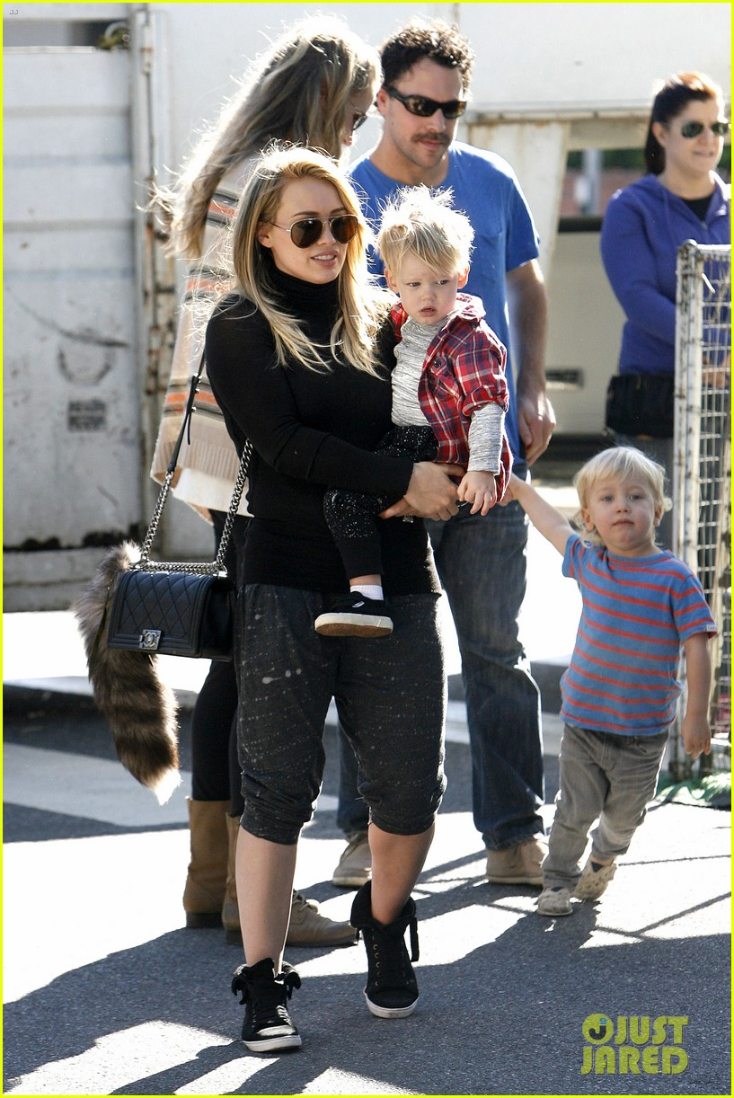 hilary duff mike comrie petting zoo with luca 182999134