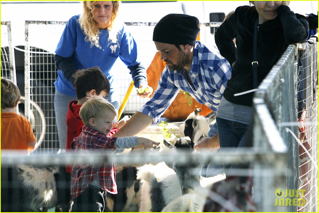 hilary duff mike comrie petting zoo with luca 222999138