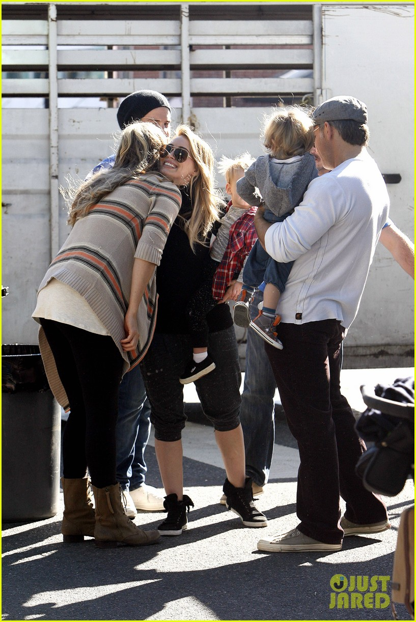 hilary duff mike comrie petting zoo with luca 272999143