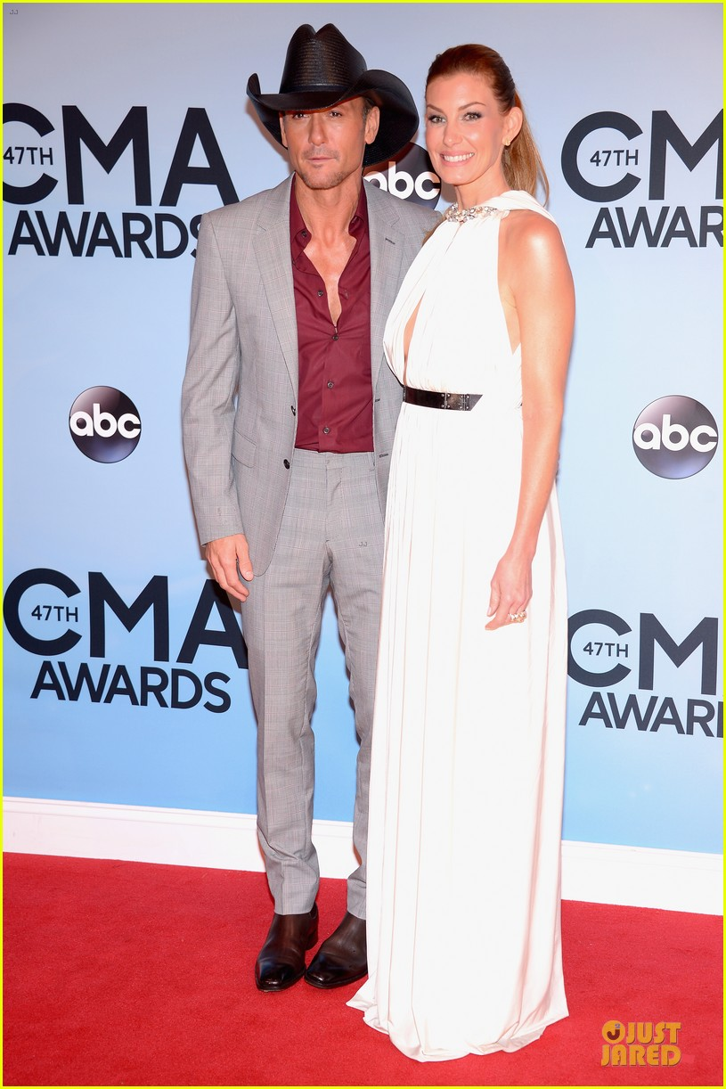 faith hill tim mcgraw cma awards 2013 red carpet 012987213