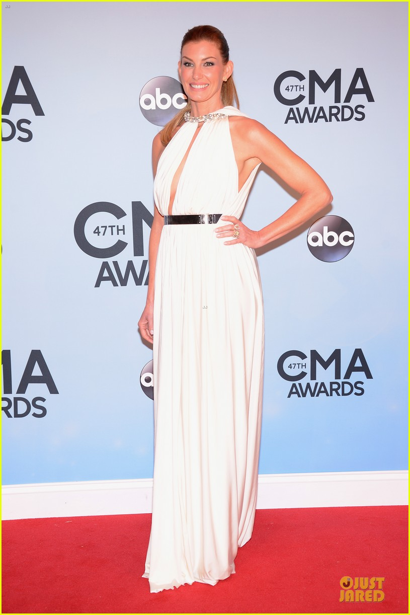 faith hill tim mcgraw cma awards 2013 red carpet 03