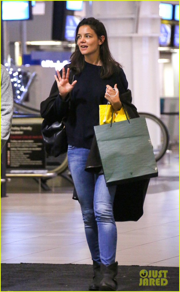 katie holmes arrives back in south africa 012996717