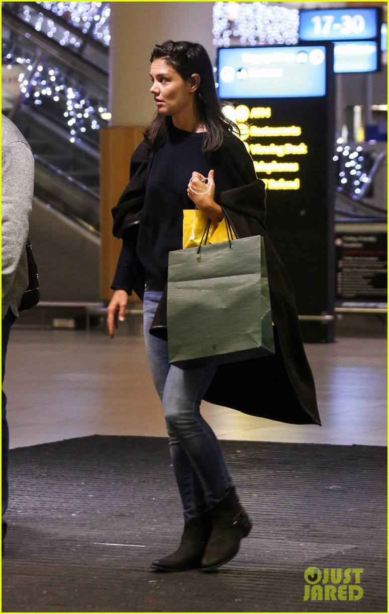 katie holmes arrives back in south africa 052996721