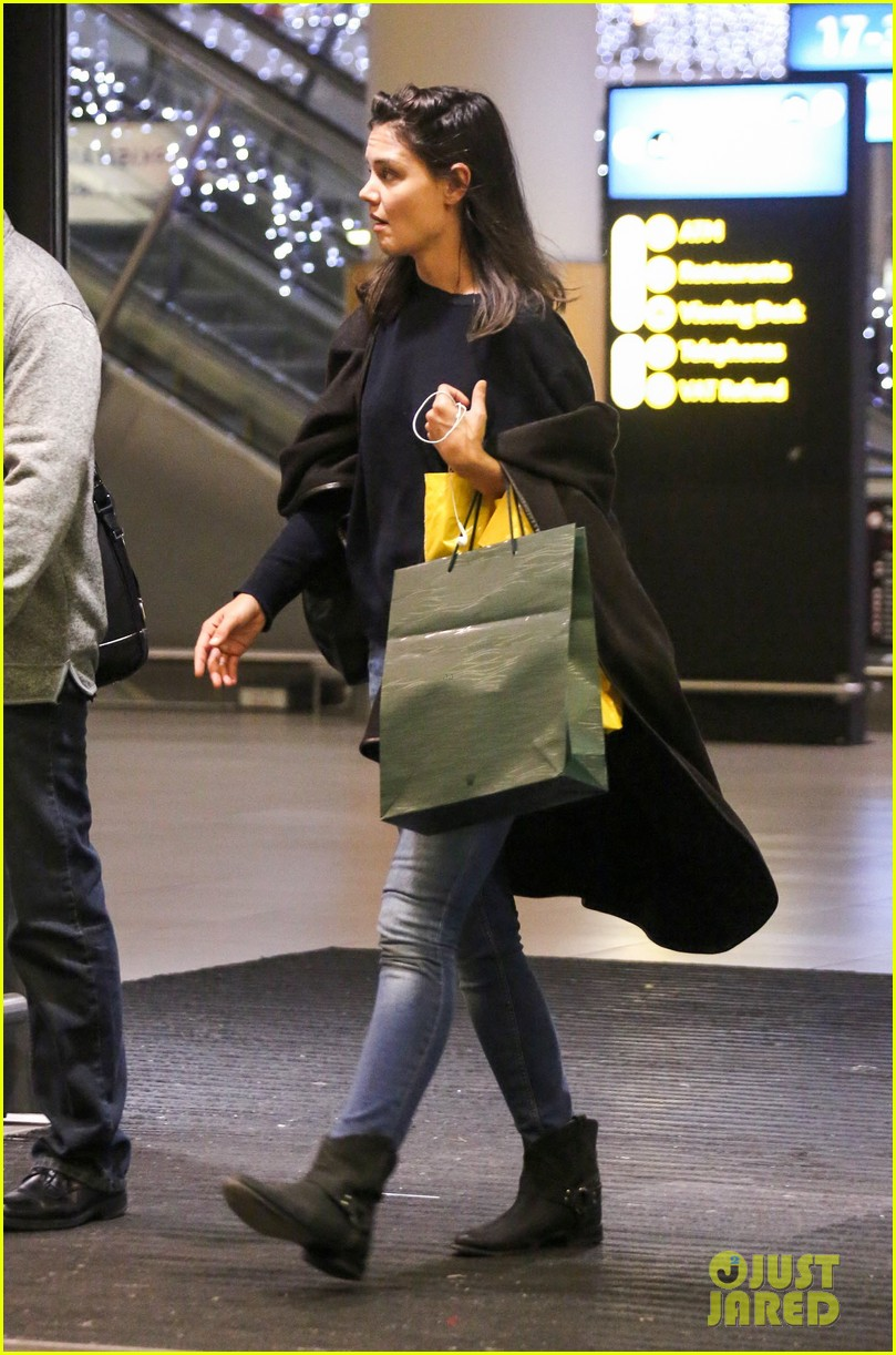 katie holmes arrives back in south africa 102996726