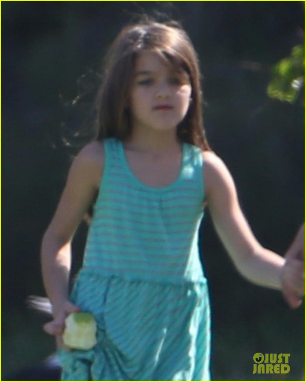 katie holmes suri lounge together in green point urban park 02