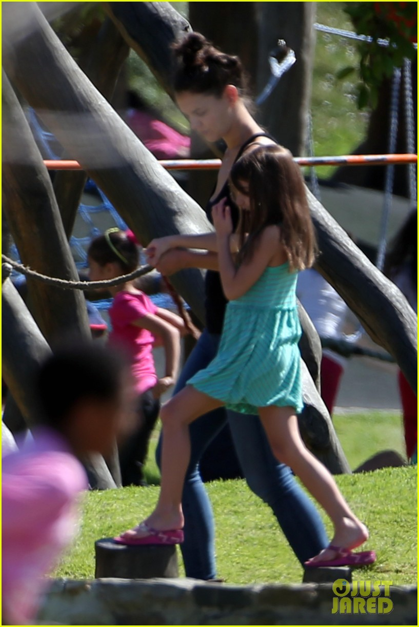 katie holmes suri lounge together in green point urban park 03