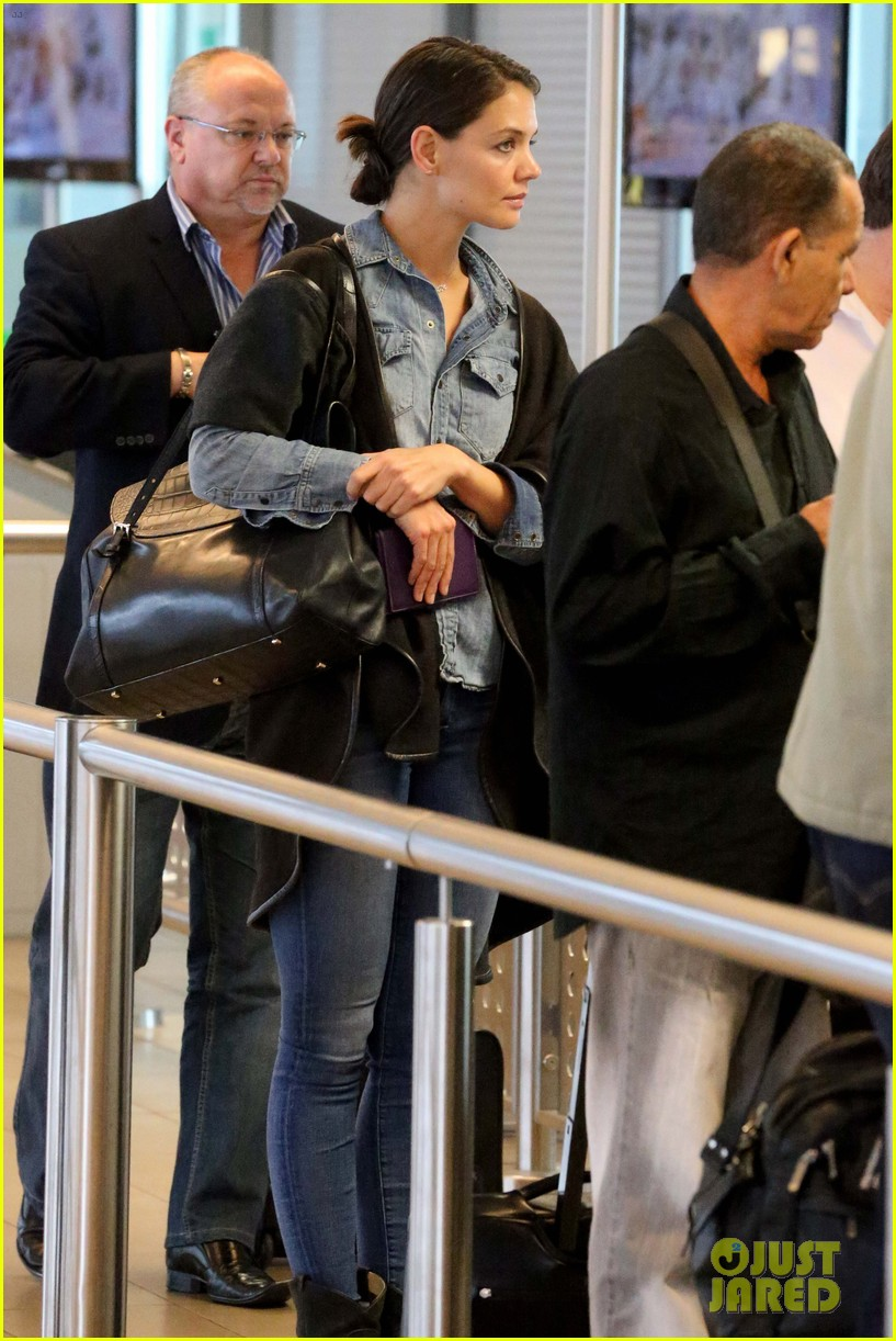 katie holmes heads home from cape town for thanksgiving 013000967