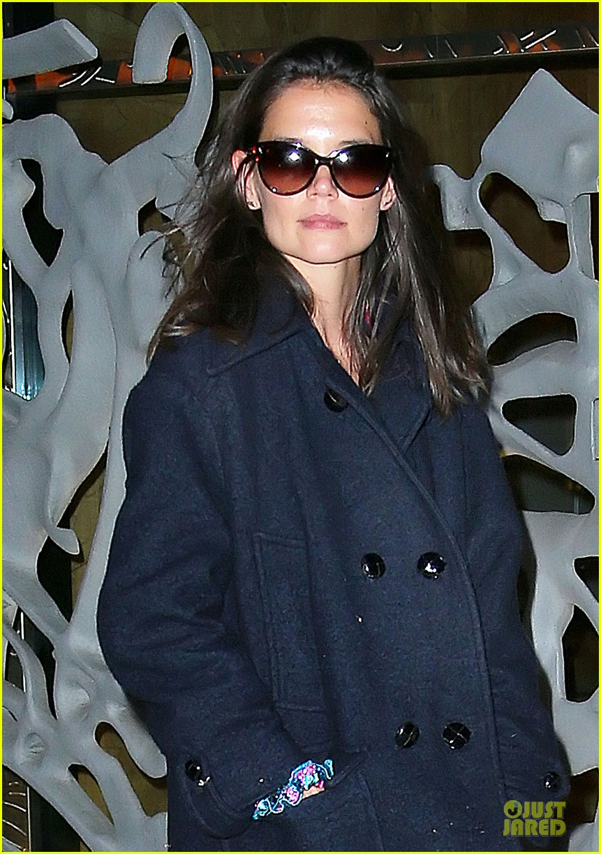 katie holmes back in nyc after the giver filming 02
