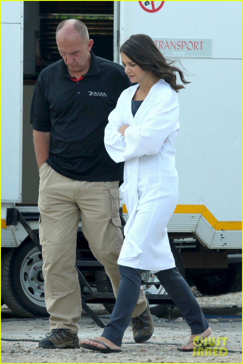 katie holmes leaves giver make up hair trailer looking gorgeous 10