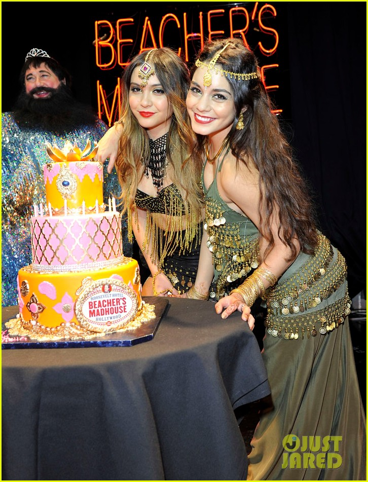 vannessa hudgens stella birthday party at beachers madhouse 02