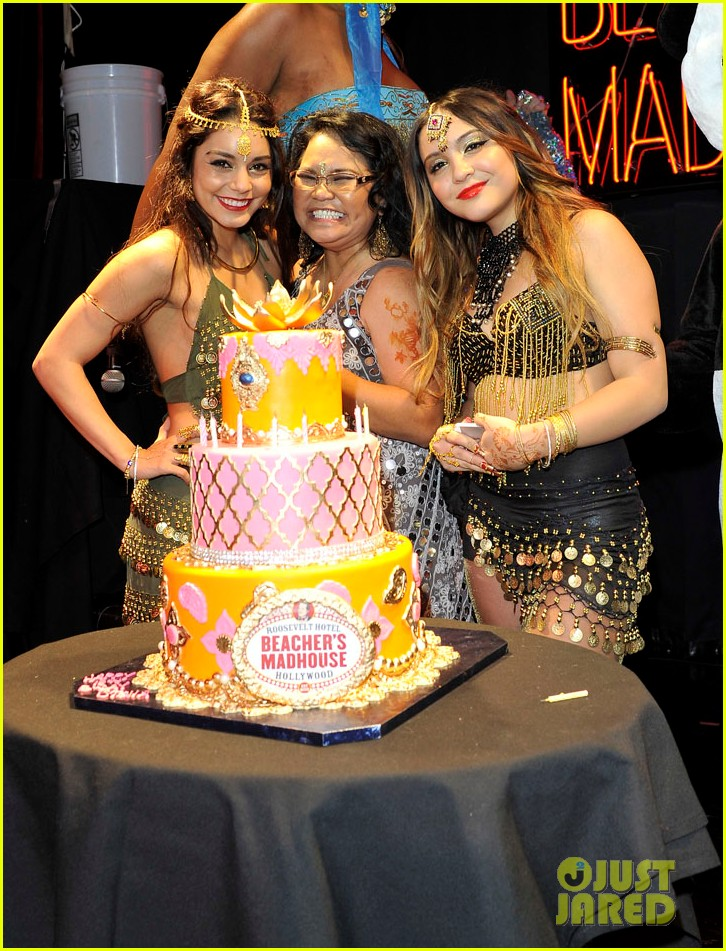 vannessa hudgens stella birthday party at beachers madhouse 30