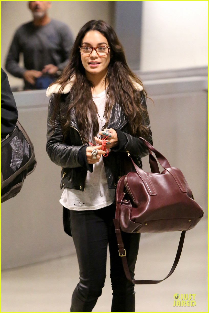 vanessa hudgens sports eyeglasses at lax airport 17