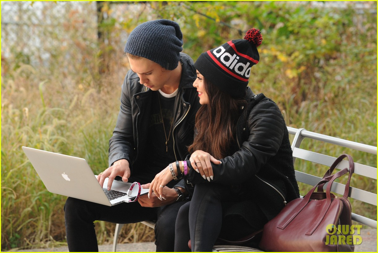 vanessa hudgens links arms with austin butler in big apple 04