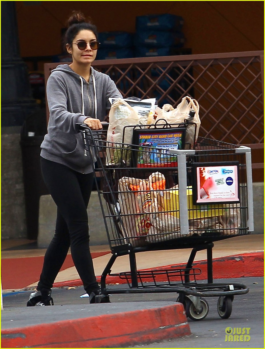 vanessa hudgens ralphs birthday shopping with stella 072994348