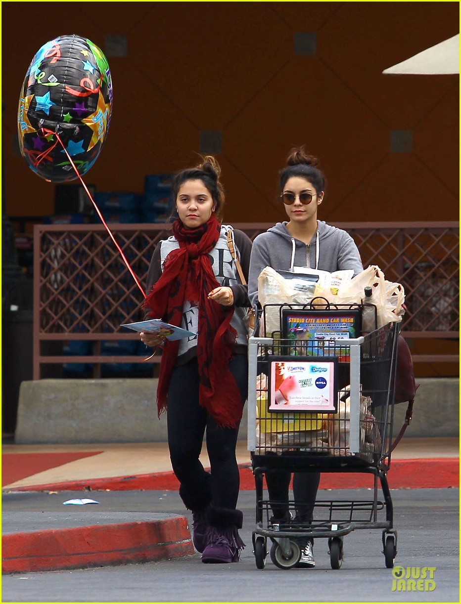 vanessa hudgens ralphs birthday shopping with stella 112994352