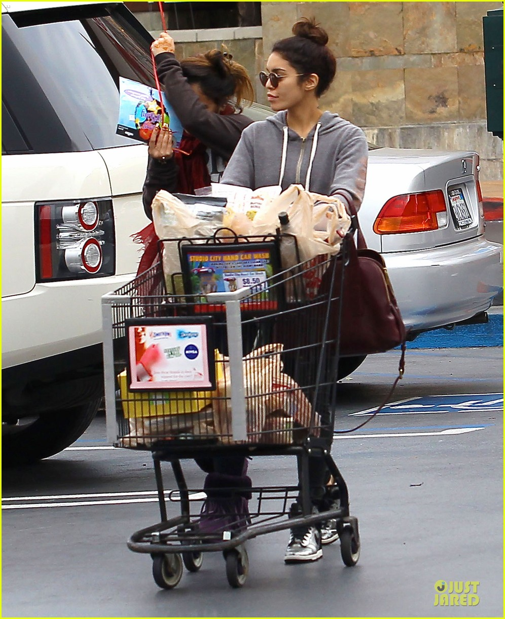 vanessa hudgens ralphs birthday shopping with stella 162994357