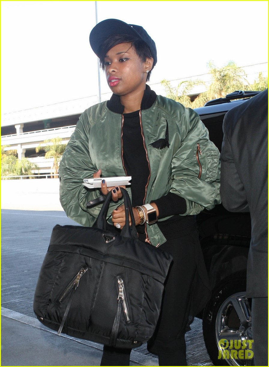 jennifer hudson flies out of town after walk of fame ceremony 022993372