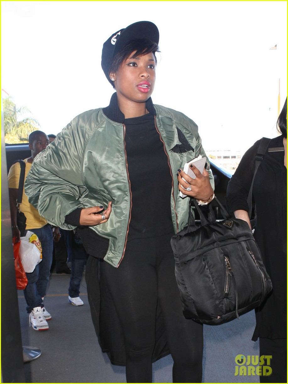 jennifer hudson flies out of town after walk of fame ceremony 04