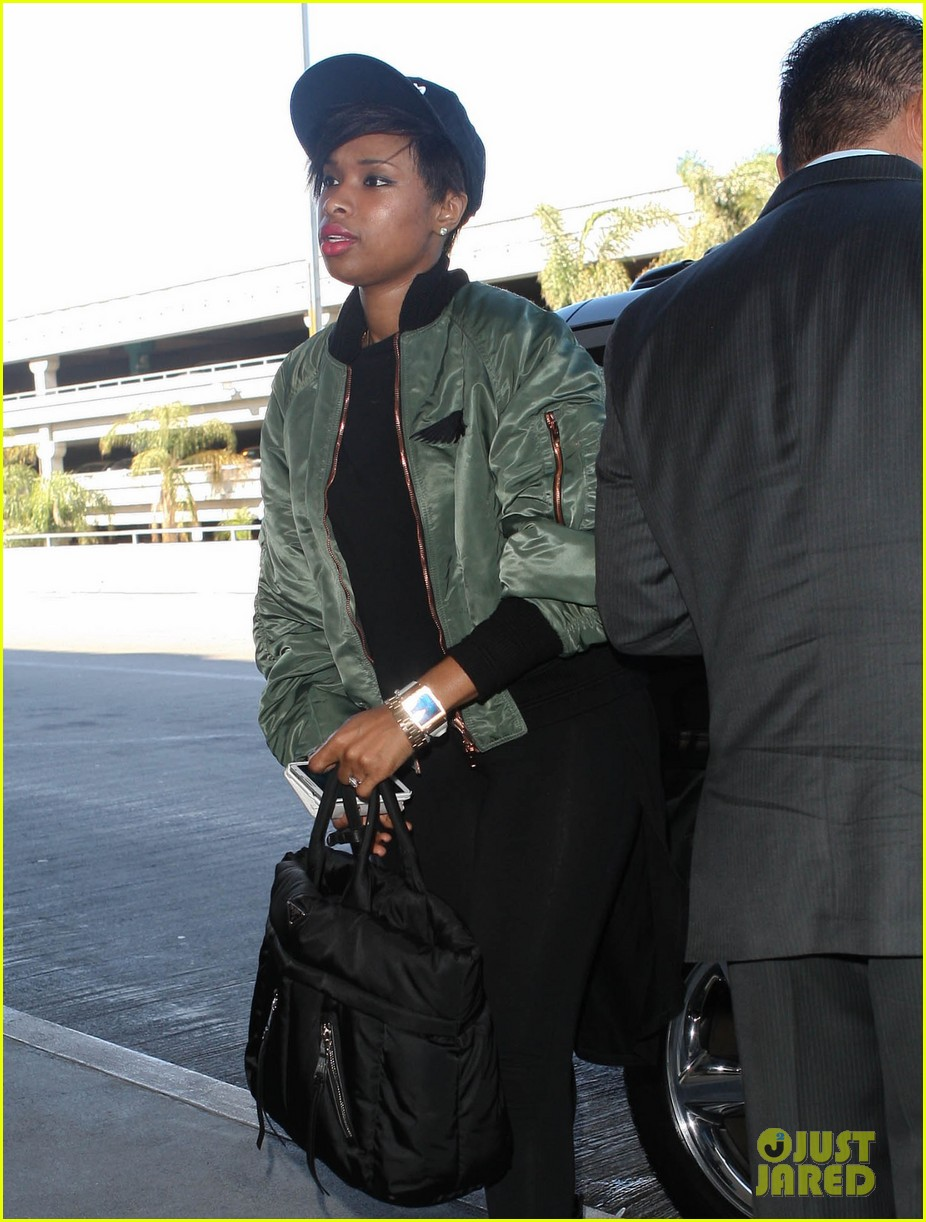 jennifer hudson flies out of town after walk of fame ceremony 06